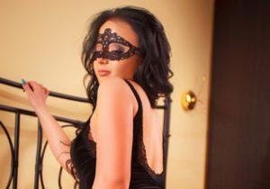 Проститутка в маске